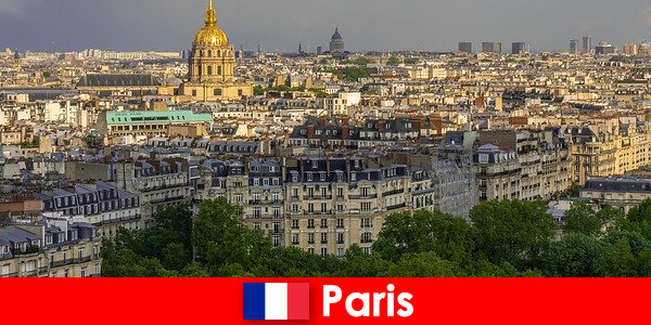 Tourists love the city center of Paris with its exhibitions and art galleries