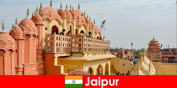 Impressive palaces and the latest fashion can be found by tourists in Jaipur of India
