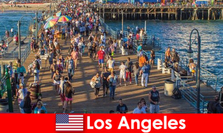 Professional tourist guides for top Los Angeles boat tours and cruises