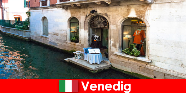 Pure travel experience for shopping tourists in the old town of Ven-ice in Italy