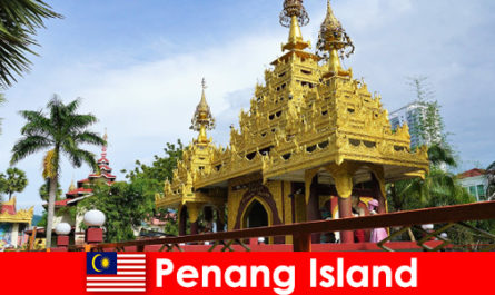 Top experience for foreign tourists in the temple complexes of Penang Island