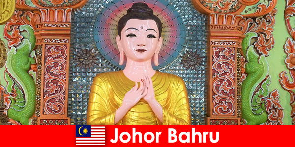 Package tours and culture excursions for tourists to Johor Bahru Malaysia