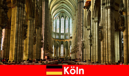 Pilgrimage for strangers to the three holy kings in Cologne Cathedral
