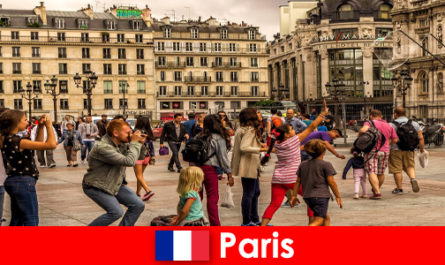 Most foreigners come to Paris to get to know each other