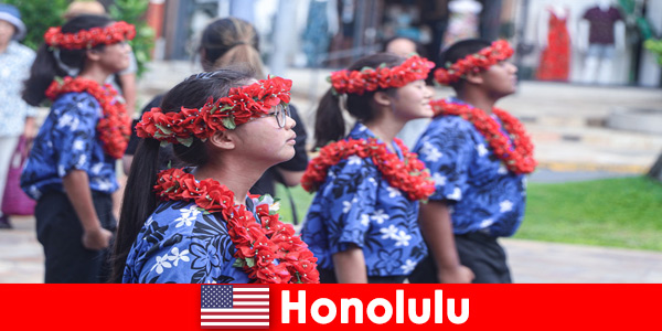 Foreign guests love cultural exchanges with local residents in Honolulu United States
